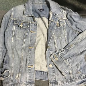 NWOT Gap Distressed Jean Jacket 🦋